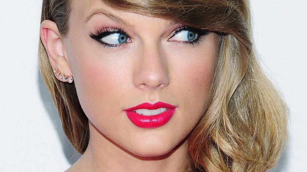 Squee! Taylor Swift announces new album, shakes off country