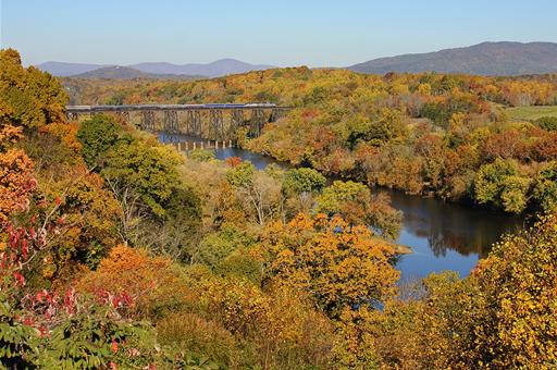 4 Unique ways to experience fall foliage in all its glory