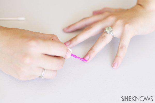 How to create a French manicure with Q-tips cotton swabs