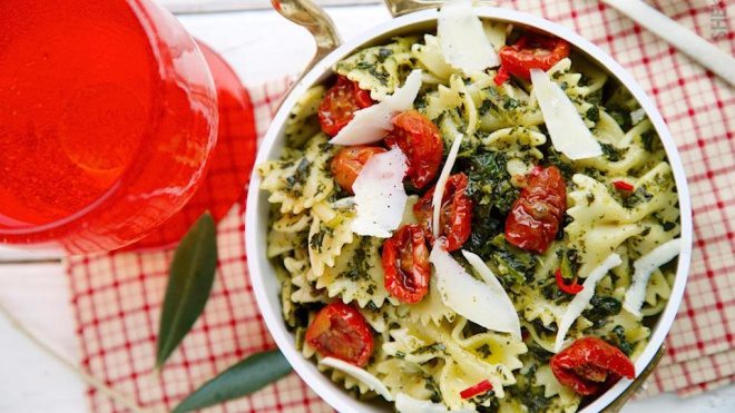 red pepper kale pasta