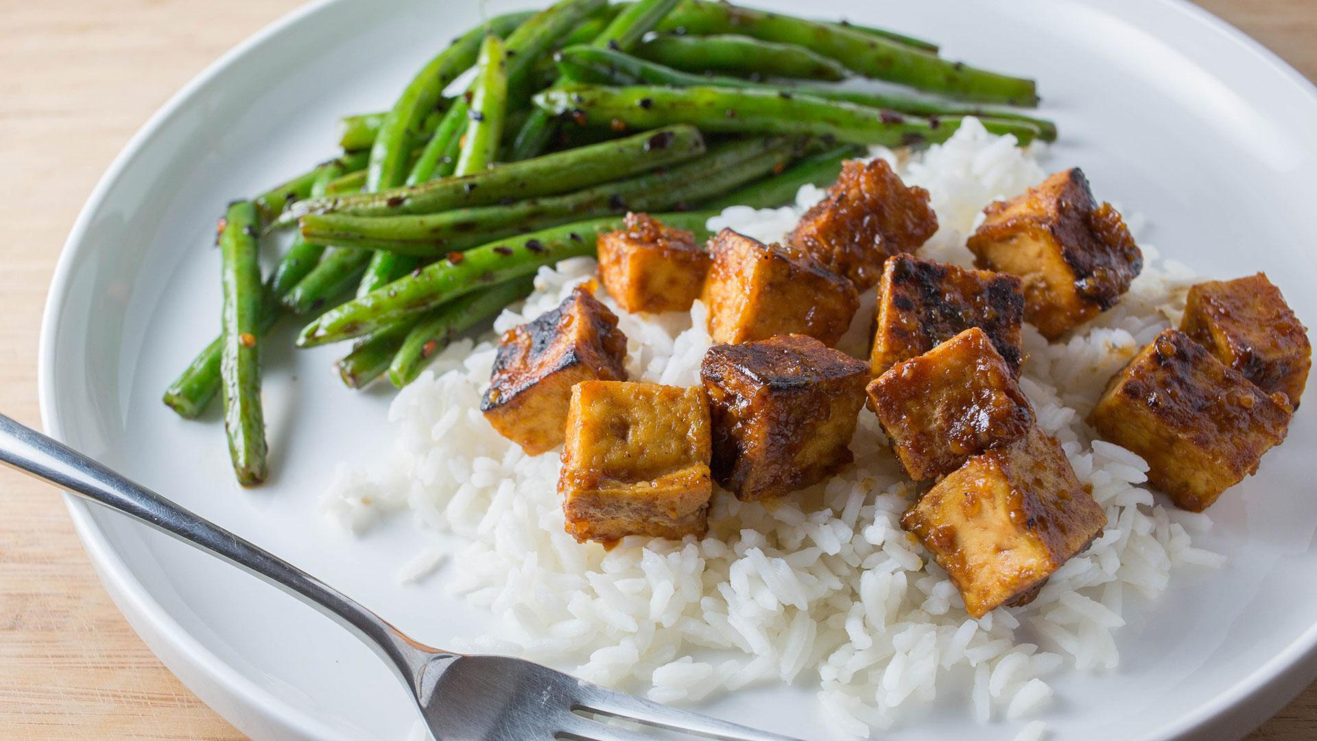 Miso-glazed tofu with spicy string beans