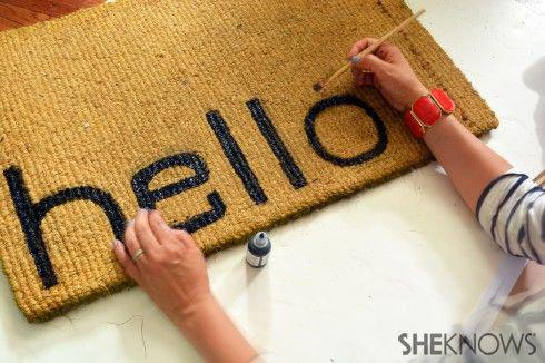 The cutest DIY doormat to welcome your guests