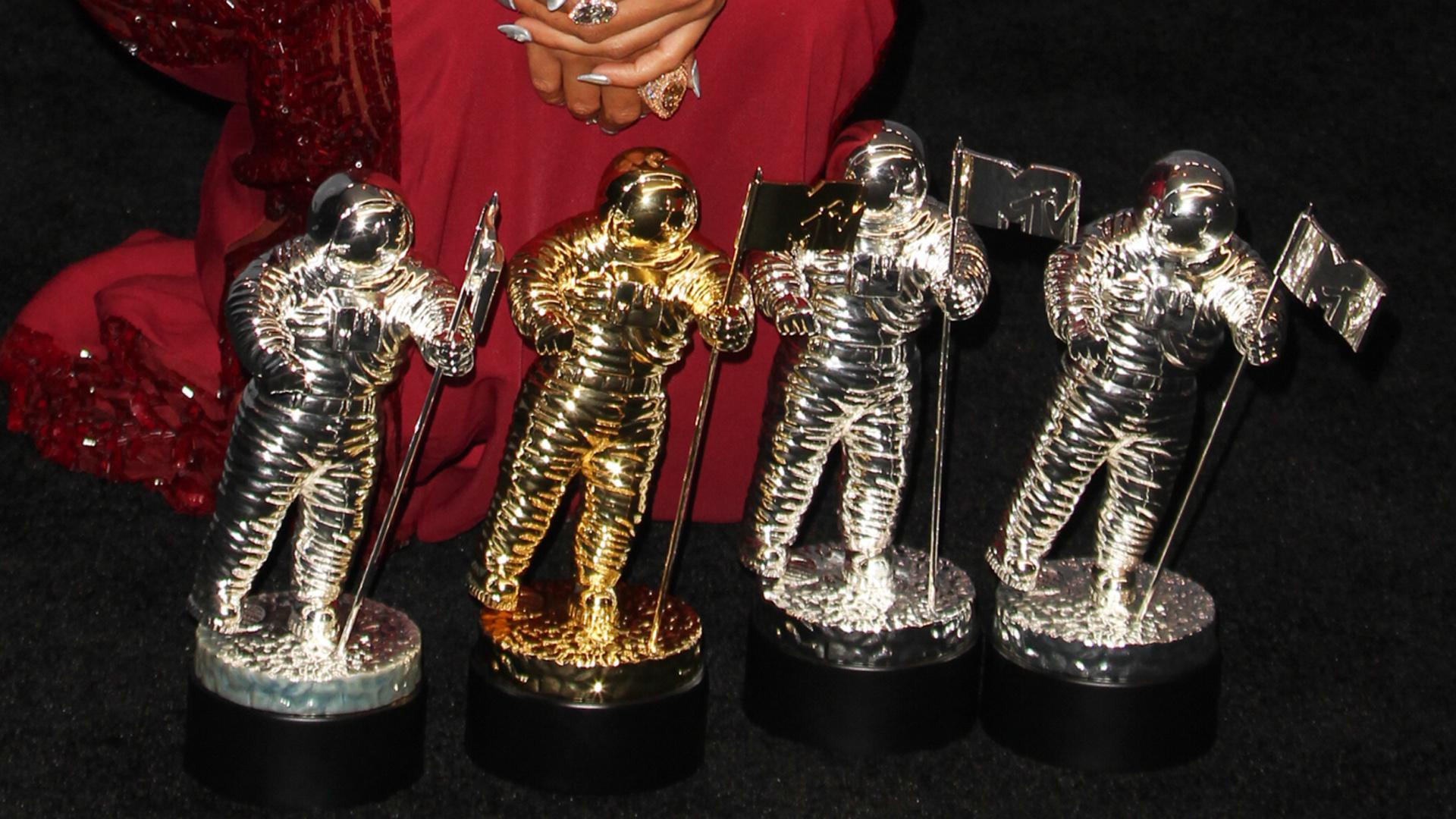 2014 MTV VMAs: Who hit the red carpet looking their best?