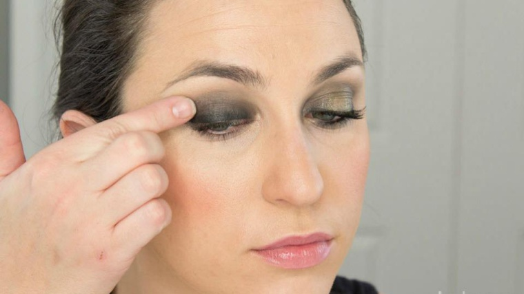 Black-tie makeup in 10 min or less (PHOTOS)