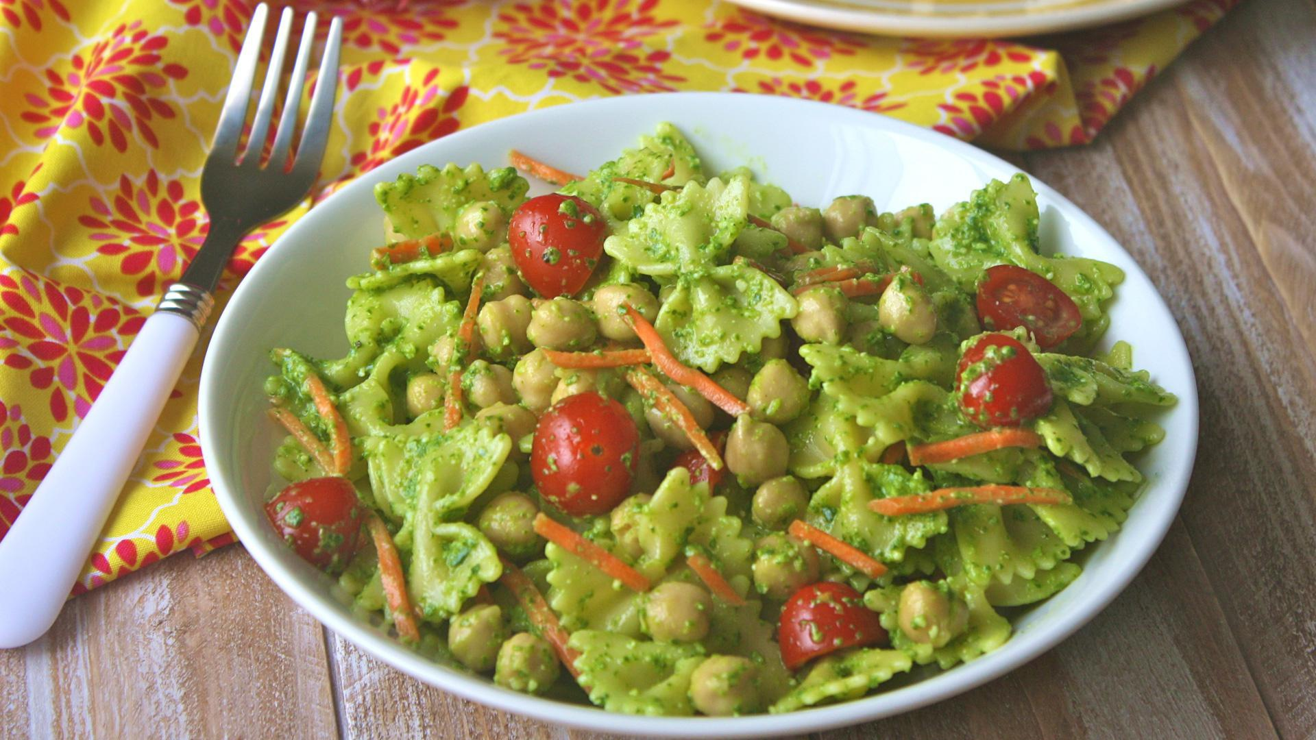 Meatless Monday: Spinach pesto pasta salad with chickpeas