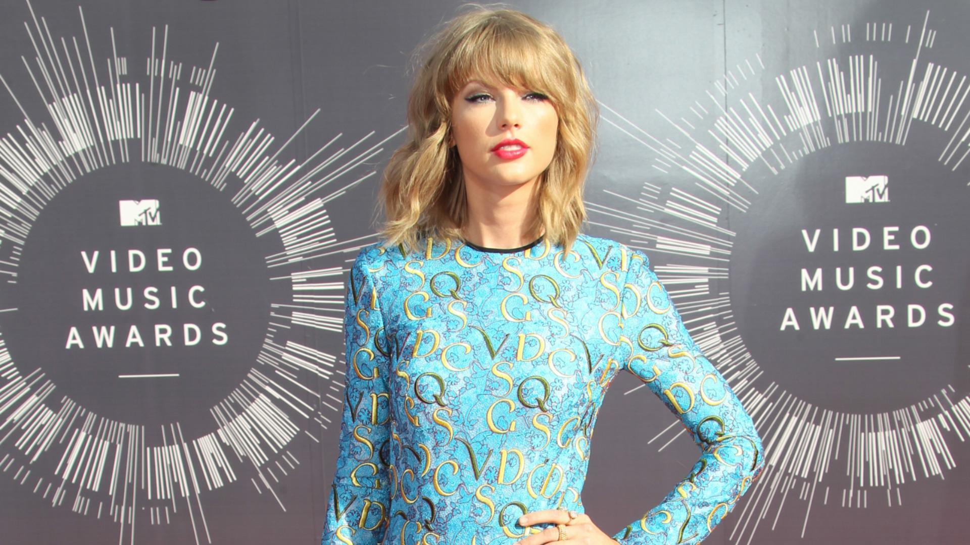 Taylor Swift says Lena Dunham educated her about feminism