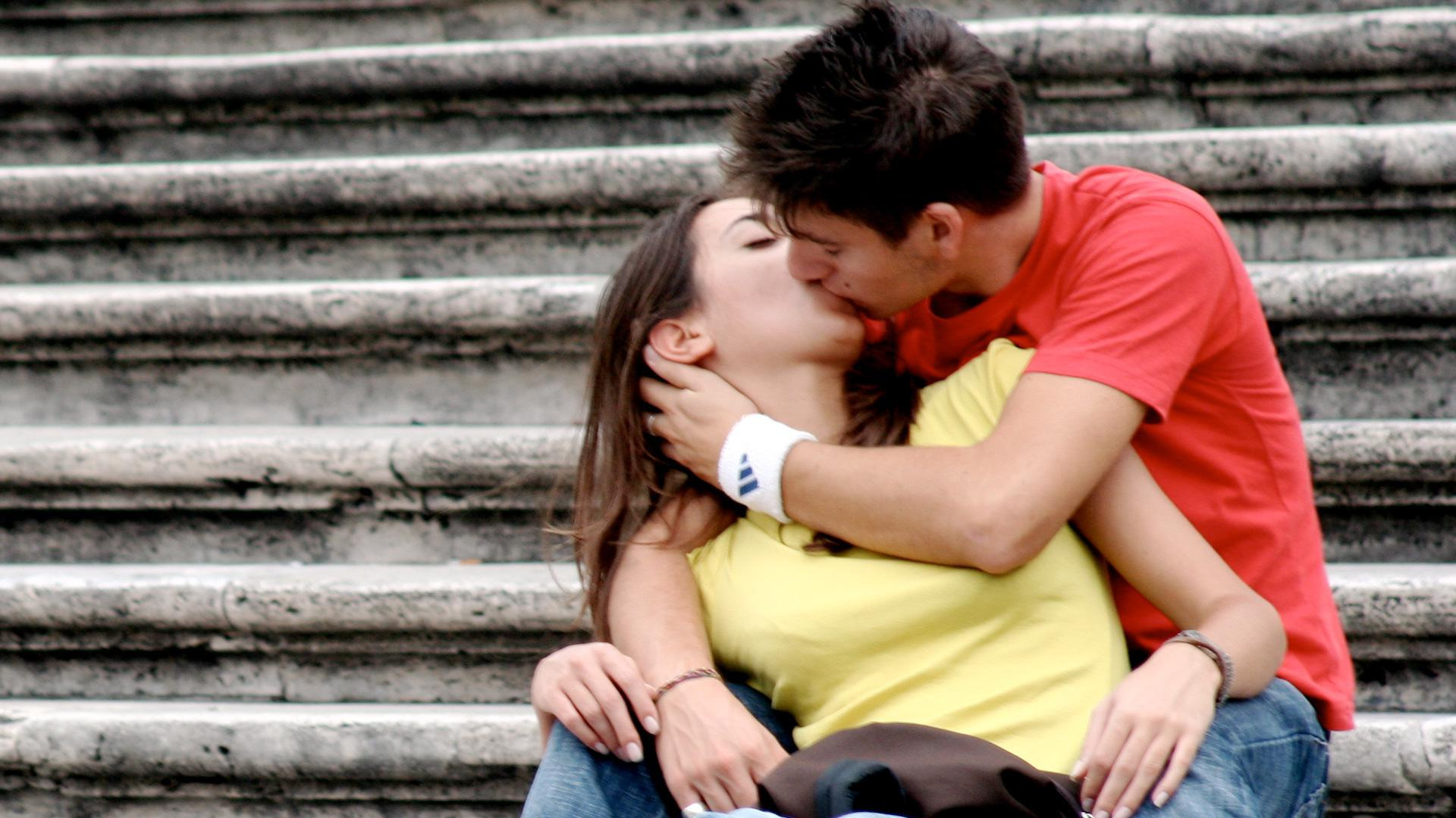 10 Reasons why kissing is great for your health