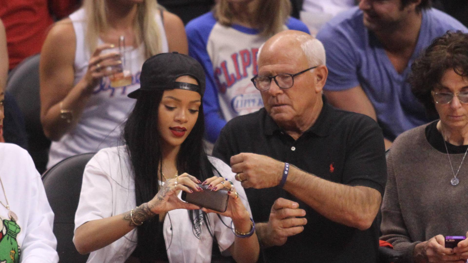 Rihanna donating $25k after selfie accident at Clippers game