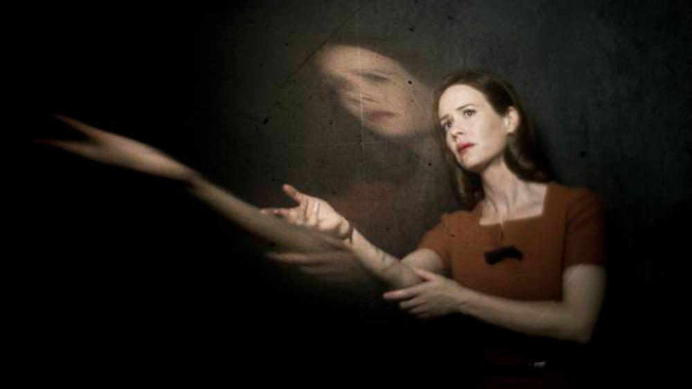 <em>American Horror Story</em>: Sarah Paulson doubles your pleasure