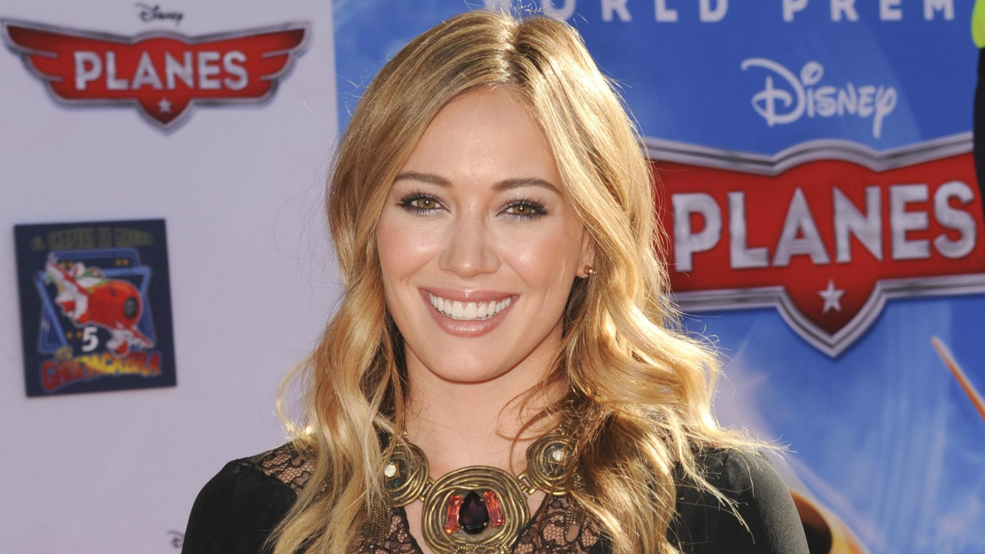 """Is <del>Lizzie McGuire</del> Hilary Duff's new song a rip off of Sheryl Crow's """"Soak Up the Sun?"""""""