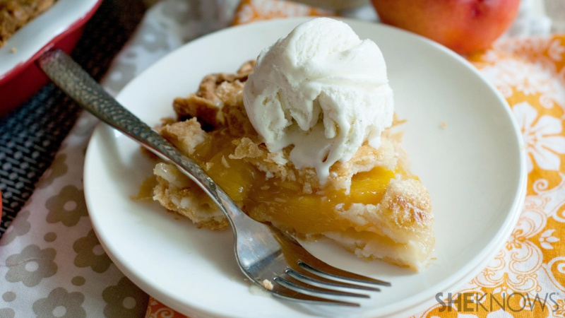 Nectarine Pie with vanilla ice cream