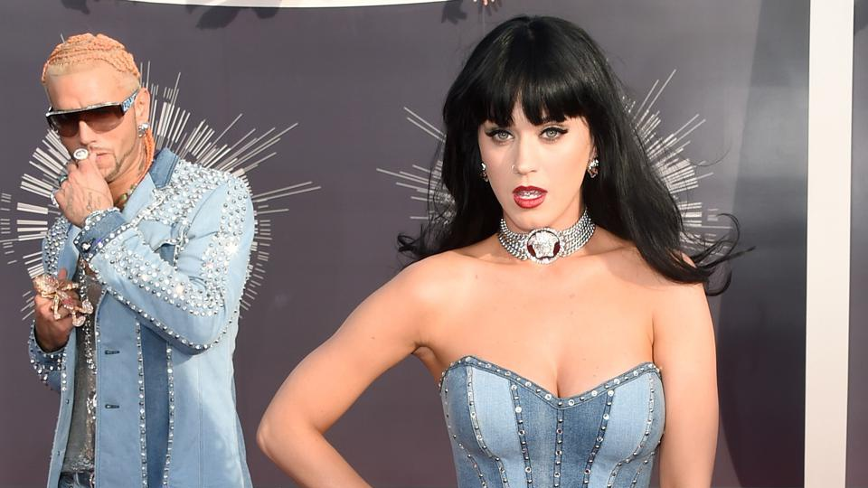 Katy Perry throws it back to Britney Spears & Justin Timberlake at the VMAs