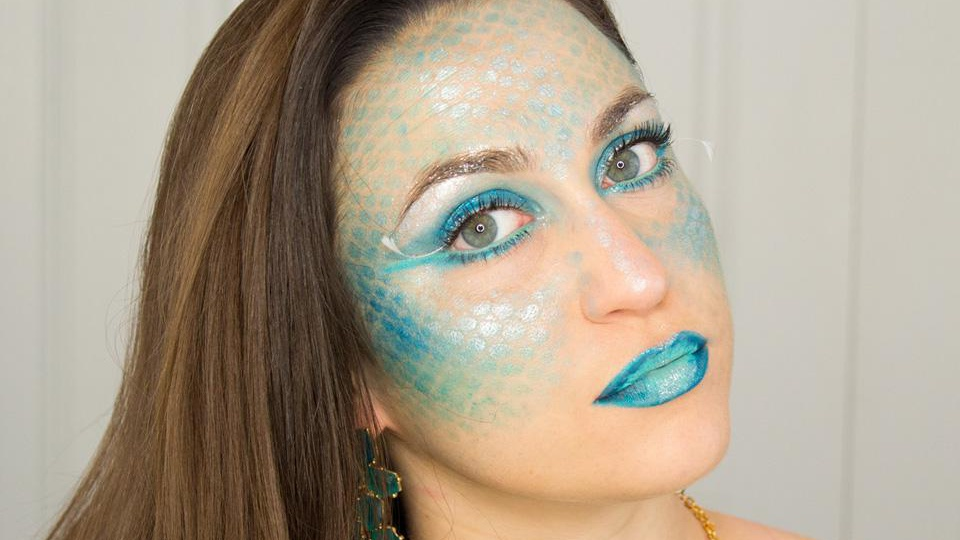 Use this clever trick to create stunning mermaid makeup