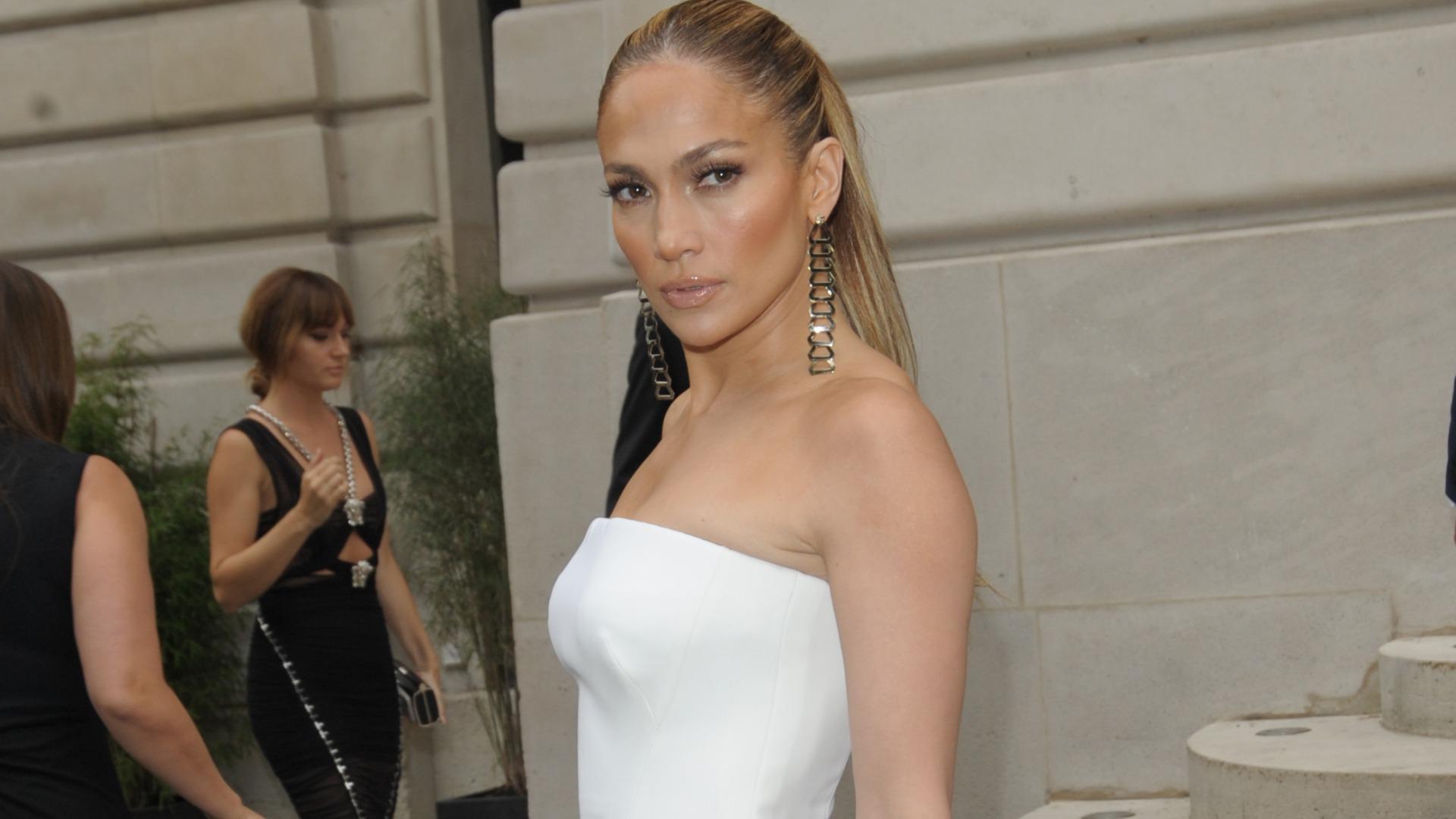 Jennifer Lopez insists she doesn't whore around (VIDEO)