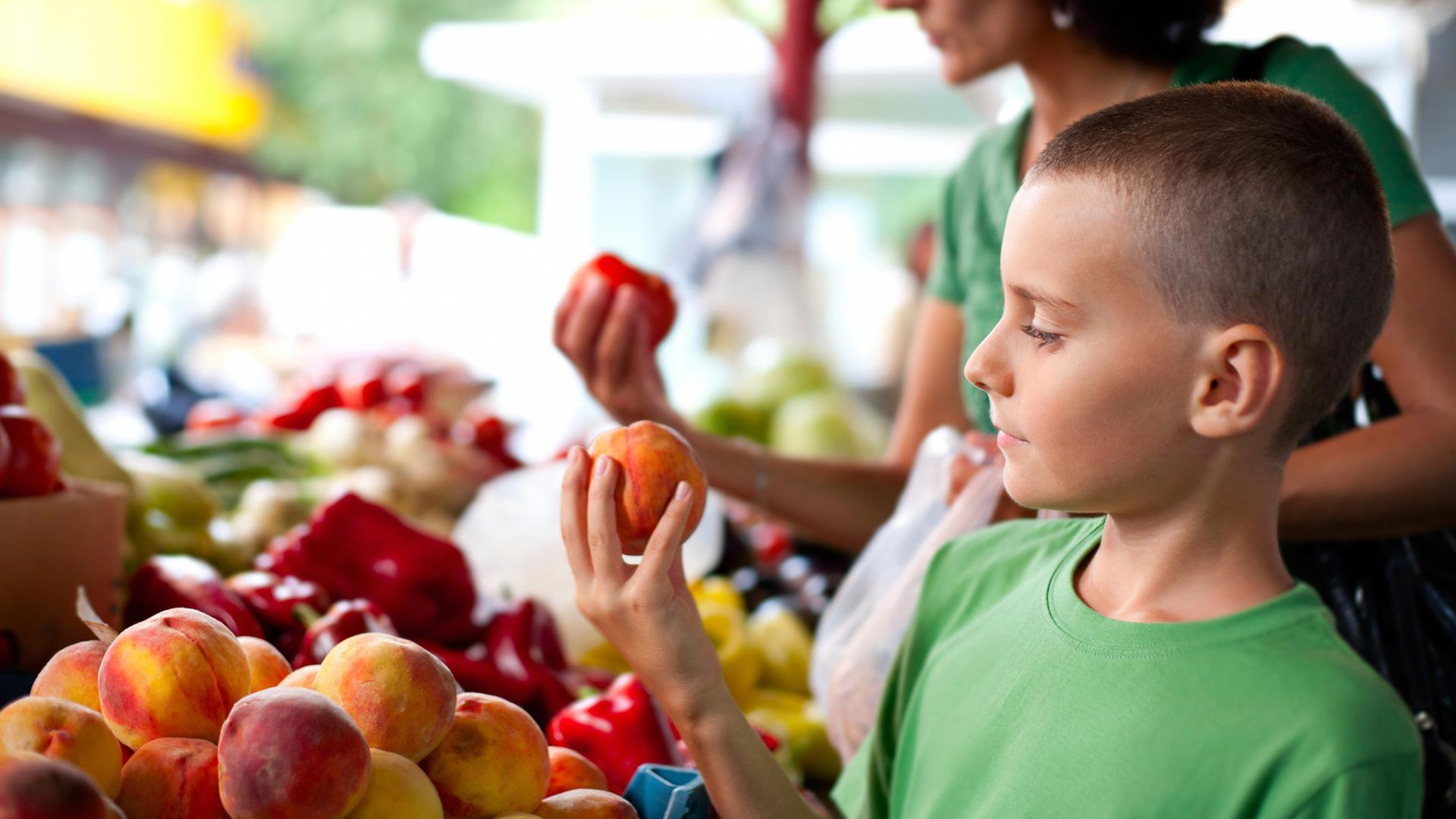 Things you can teach your kids at the farmers market