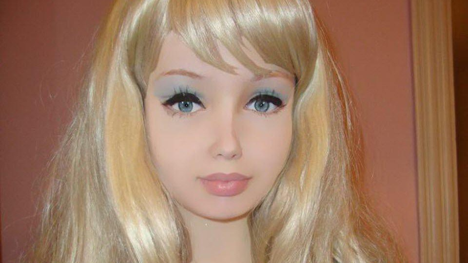 16-year-old human Barbie claims she's had no plastic surgery (VIDEO)