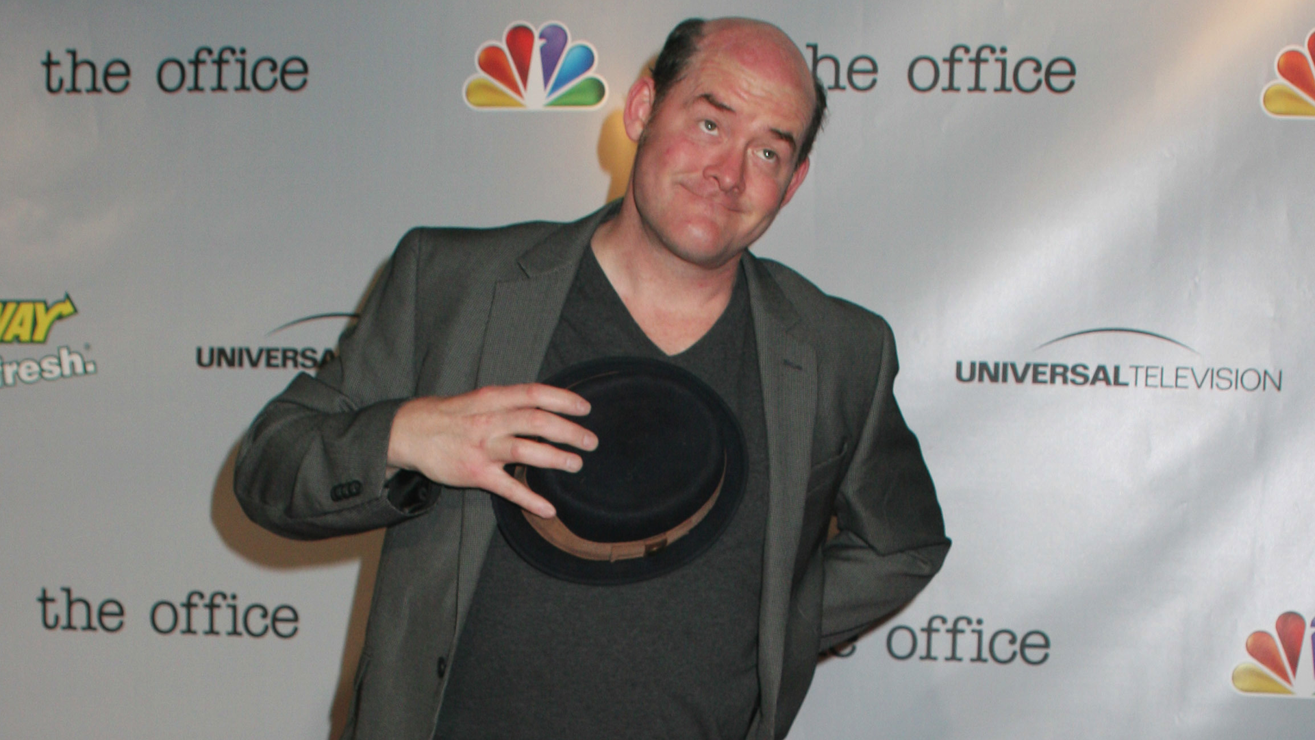 "Hollywood's Humanitarians: David Koechner helps fight cancer with ""trash talking,"" bowling"