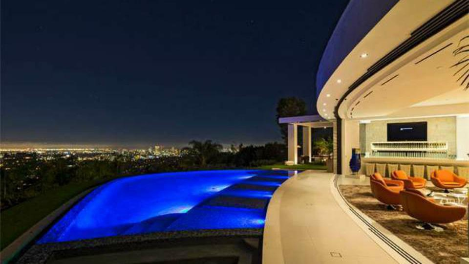You'll never guess who outbid Beyoncé and Jay Z on this Beverly Hills estate