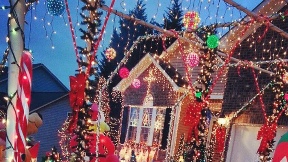 13 Homeowners who think Christmas decorating is an Olympic sport