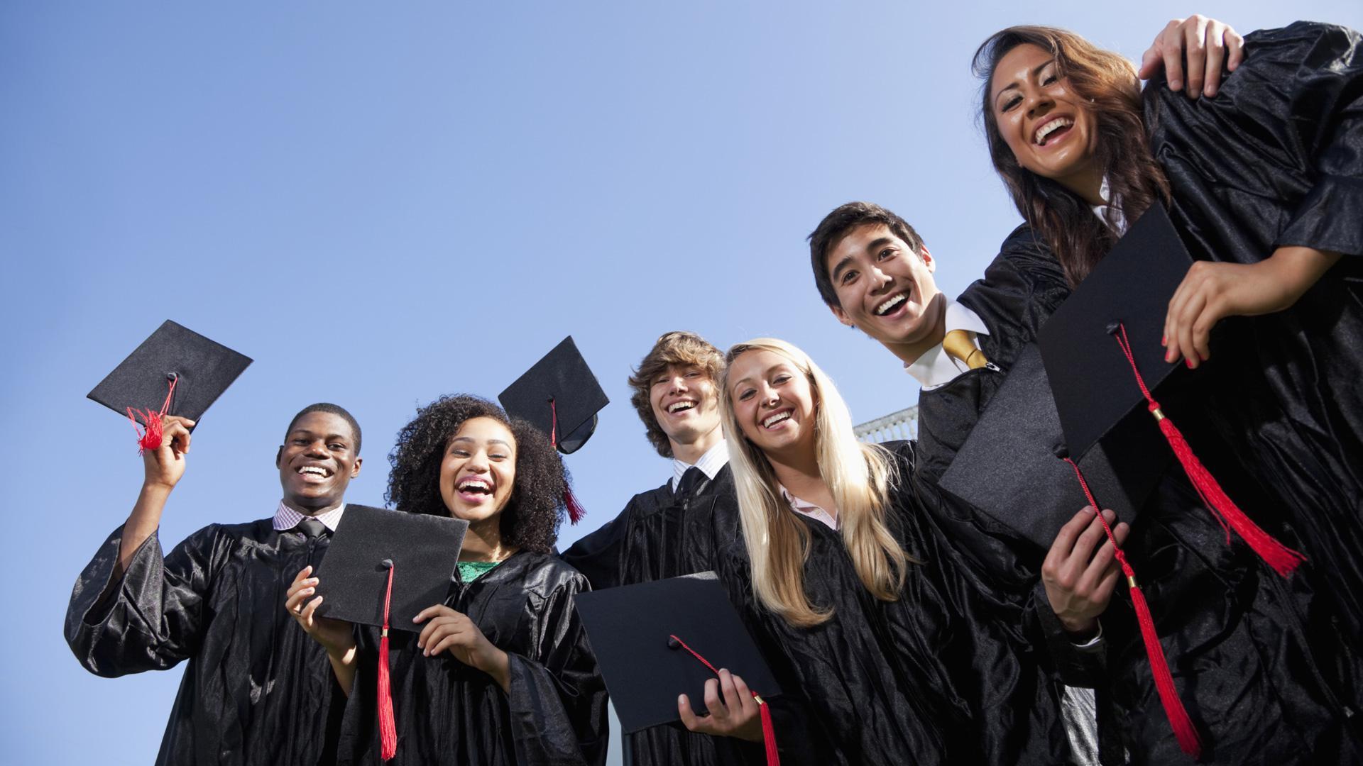 5 Graduation fails better than Davenport University face plant